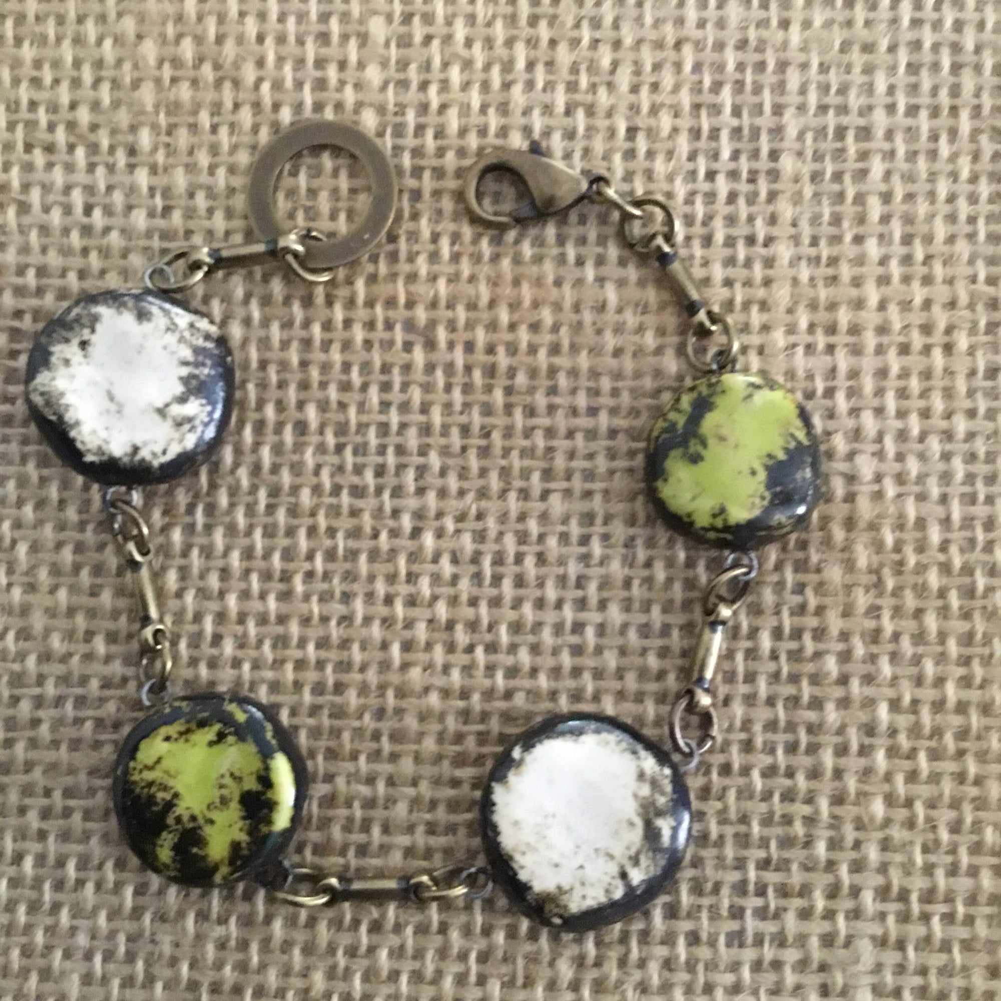 Simple and Pretty Reversible Bracelet