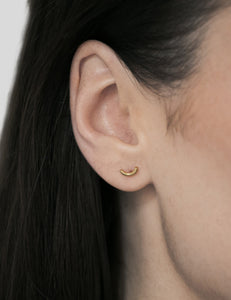 A single curved line stud