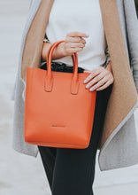 Load image into Gallery viewer, bach and fiori vicky tote orange