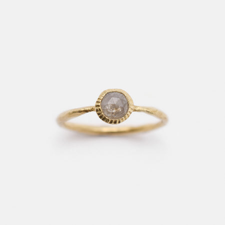 Petra ring - 14k gold with grey diamond