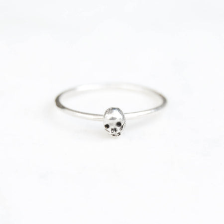 Tiny skull single ring - silver