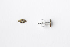 Tiny eye studs - brass