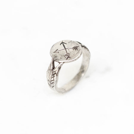 Crossed arrows signet ring - silver
