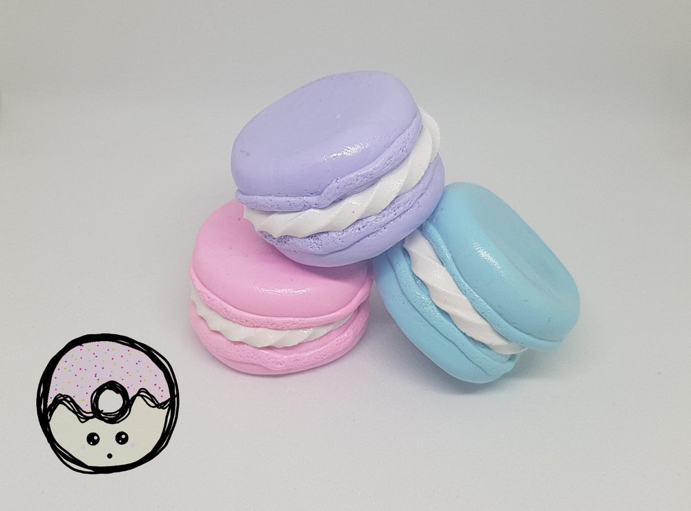 Macaroon pattern weights