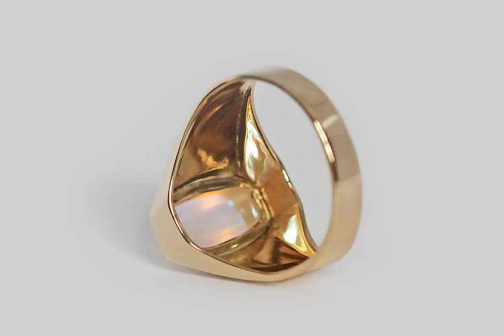 Mid 20th Century Blue Flash Sugarloaf Moonstone Ring in 18k Gold