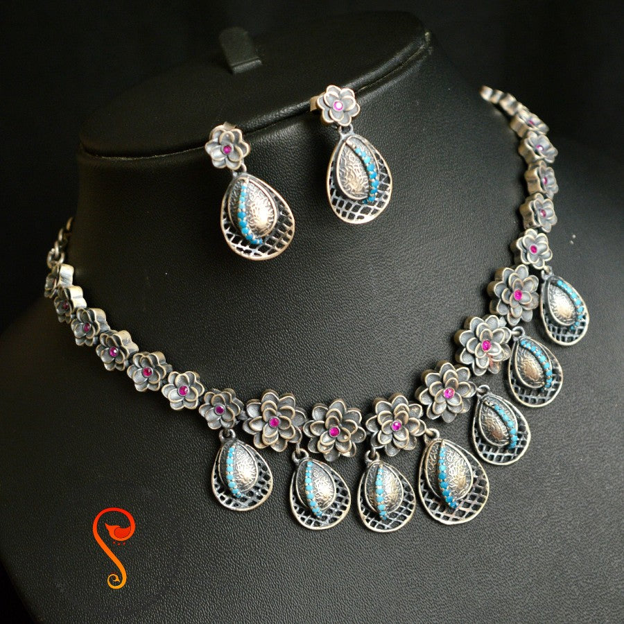 Light  weight silver necklace set
