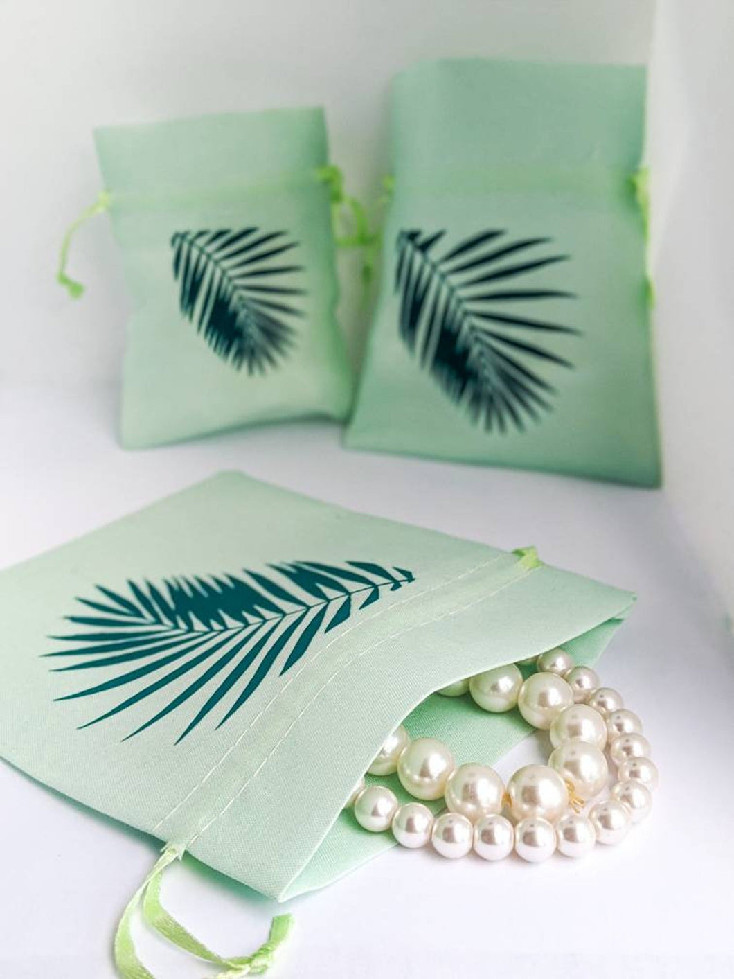 Palm Leaf String Pouch Set in Mint
