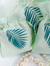 Load image into Gallery viewer, Palm Leaf String Pouch Set in Mint