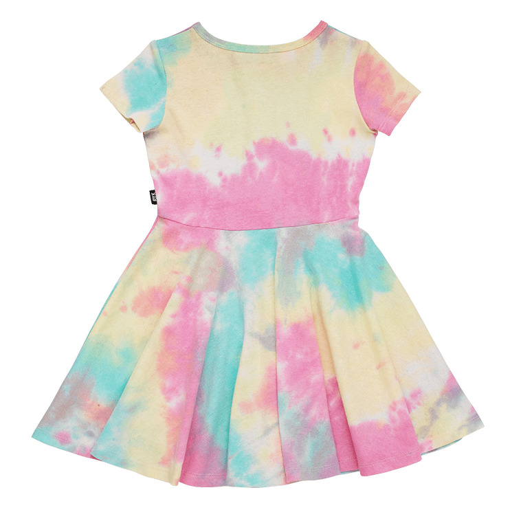 FESTIVAL TIE DYE SS WAISTED DRESS (DELIVERY END OF NOVEMBER)