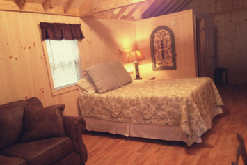Pond-house-bedroom-twin-beds