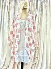 Load image into Gallery viewer, Pink floral kimono