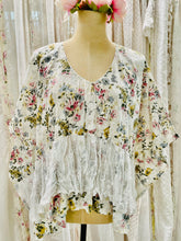 Load image into Gallery viewer, Floral cotton top