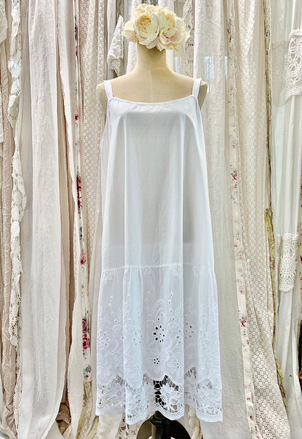 Cotten embroidered slip