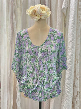 Load image into Gallery viewer, Green floral top