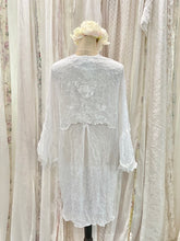 Load image into Gallery viewer, Lace chiffon kimono