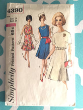 Load image into Gallery viewer, Vintage 1960s Simplicity Dress Pattern #4390 Size 14 Bust 34 - Vintage Simplicity / 60s Simplicity  Pleated Skirt