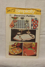 Load image into Gallery viewer, Vintage Pattern / Simplicity 5473 / Placemat Pattern / Napkin Pattern / Napkin Ring Pattern / Coaster Pattern / 1970s Home Decor