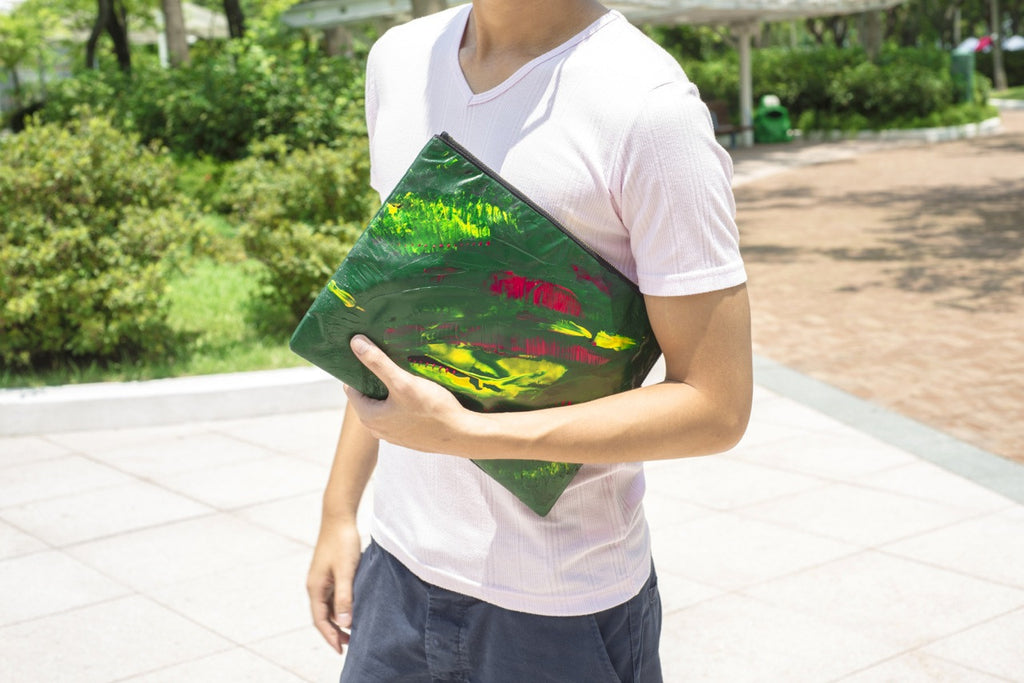 ILLUSION ART CLUTCH