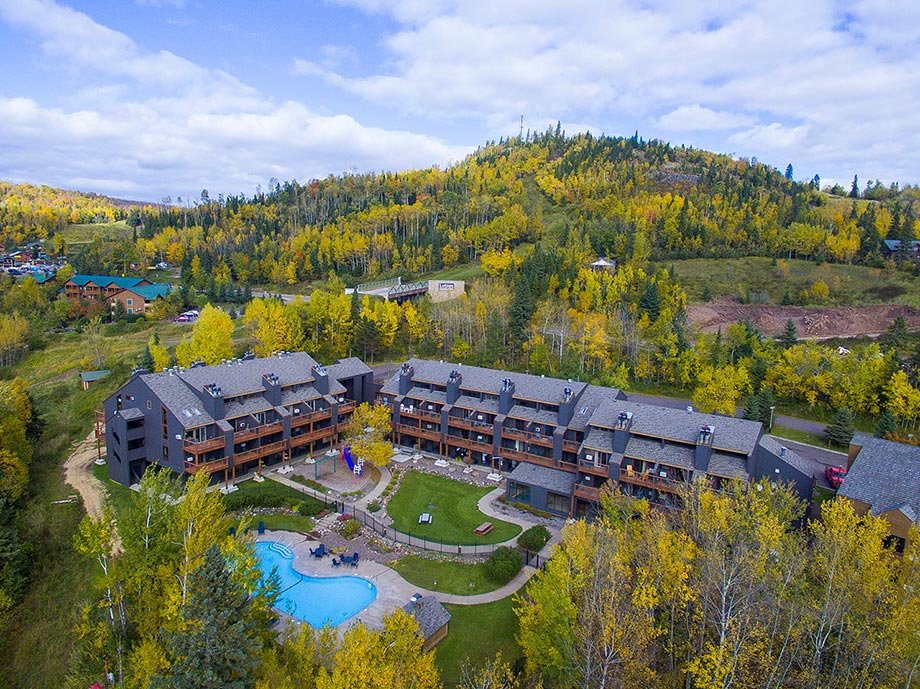 CARIBOU HIGHLANDS LODGE LUTSEN MINNESOTA MOGULS TAPROOM AND GRILLE ENDEAVOR PASS DISCOUNTED STAY MINNESOTA NORTH SHORE MN