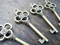 100 Skeleton Keys Antiqued Bronze Pendants Steampunk Vintage Style Charms Wedding Pendants wholesale Bulk Lot Set