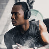 Mies kuntosalilla yllään Flex Sport Wireless Bluetooth Headphones Bluetooth-kuulokkeet