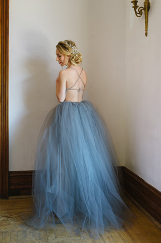 Puffy skirt, bride, crown made of flowers