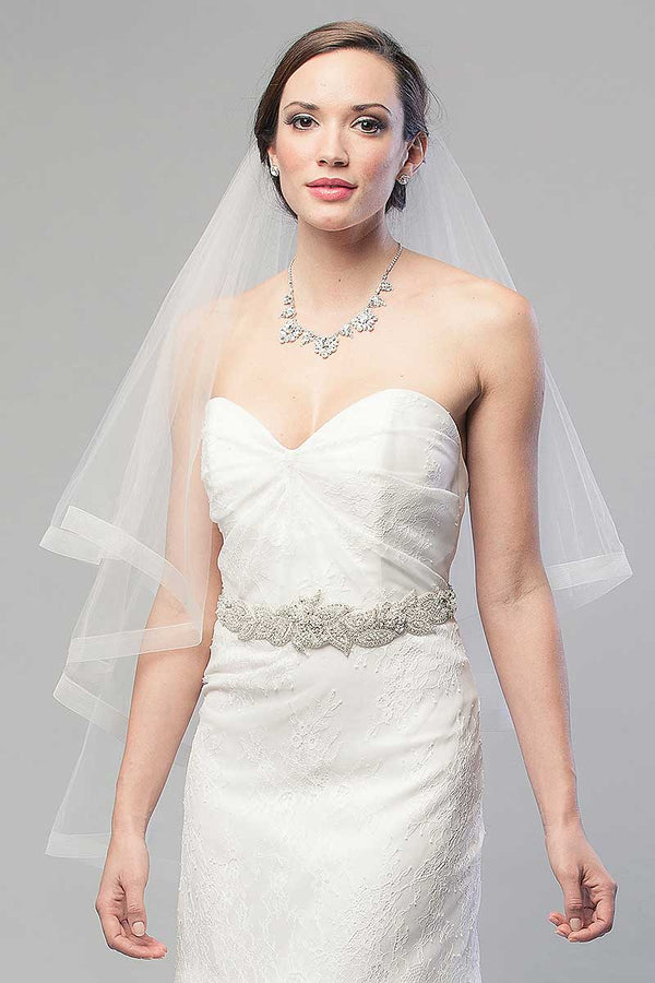 Bride-wearing-2-tier-fingertip-horsehair-veil