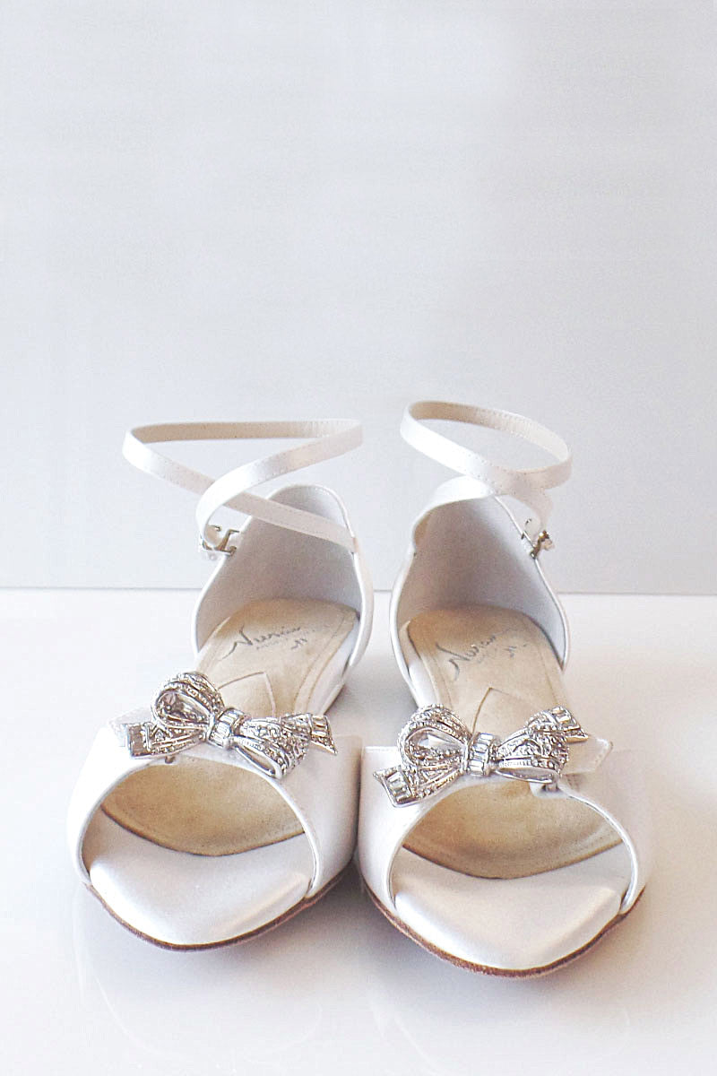 Wedding Shoes. Classic elegant ivory silk dyable bridal heels.