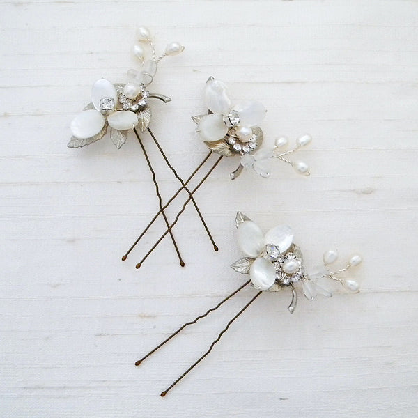 Hair pins with pearls for brides