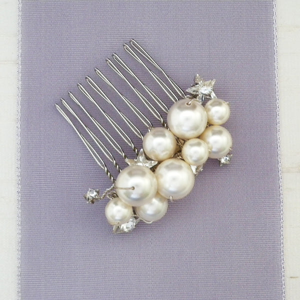 Small hair comb with pearls