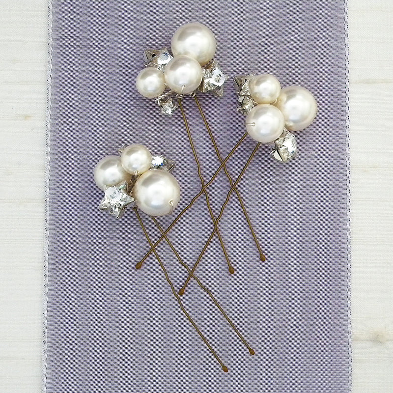 Hair pins with pearls and stars for brides