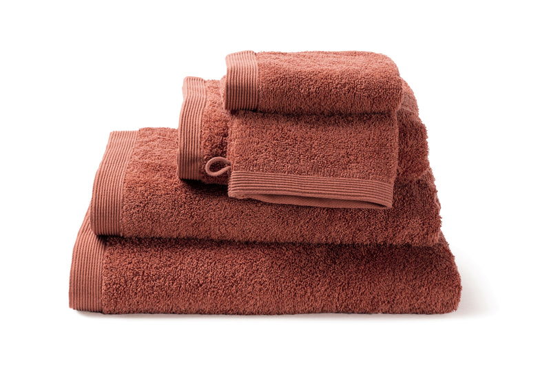 Serviette de bain moderne, de couleur Terracotta en coton de la collection COMO