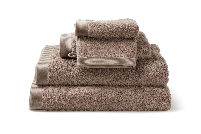 Serviette de bain moderne, de couleur Walnut en coton de la collection COMO