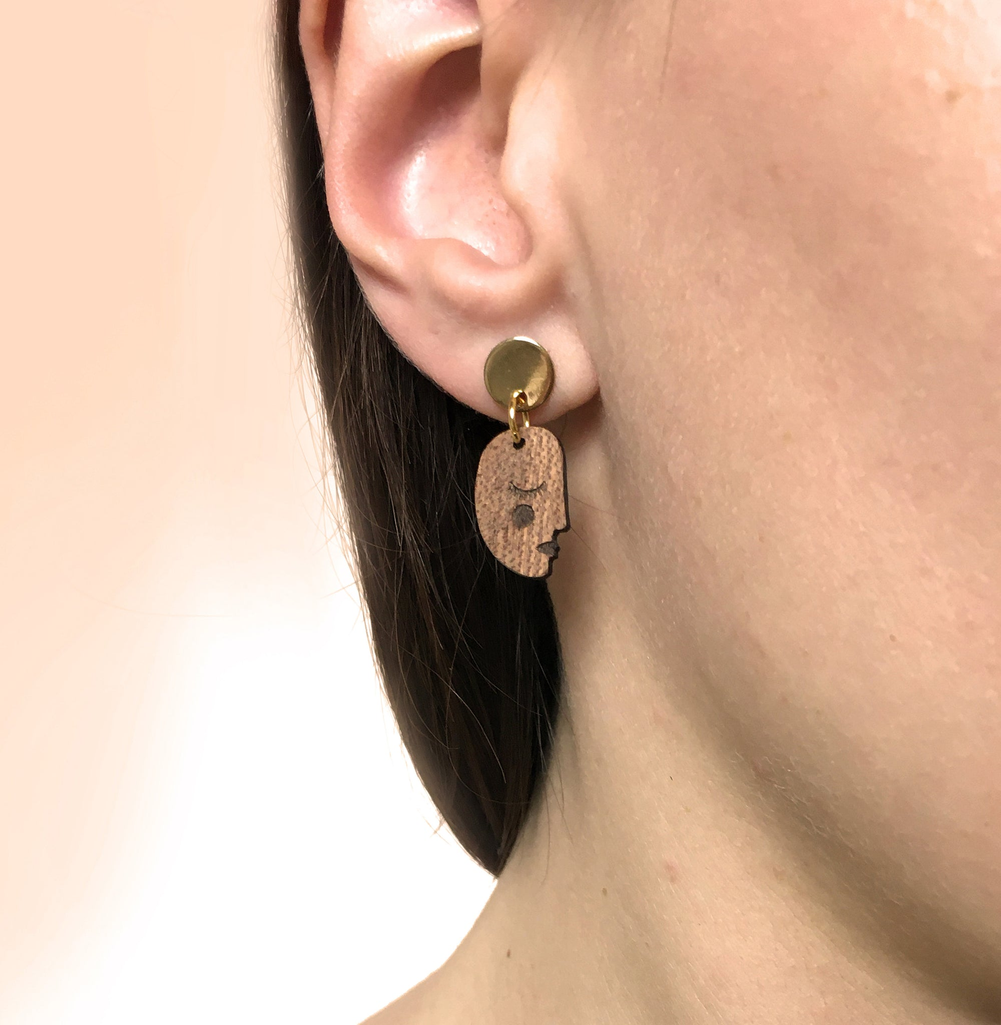 Face Earrings - natural colour