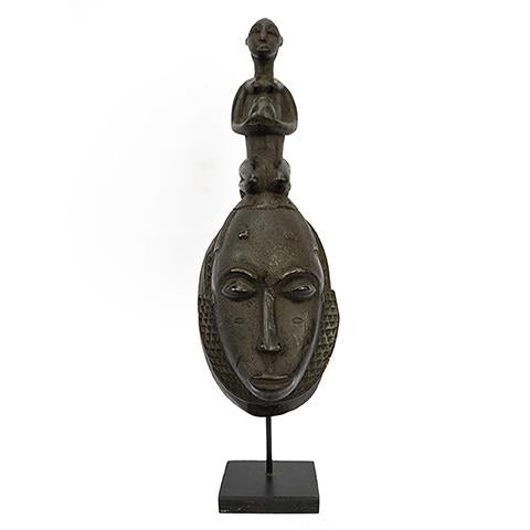 Baule Mask on stand 03