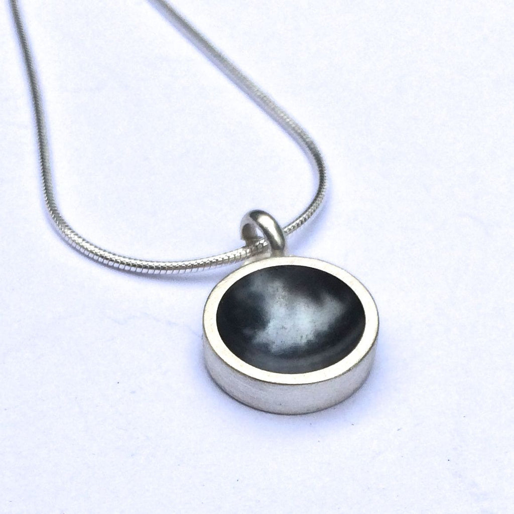 CONCAVE HOLLOW FORM NECKLACE