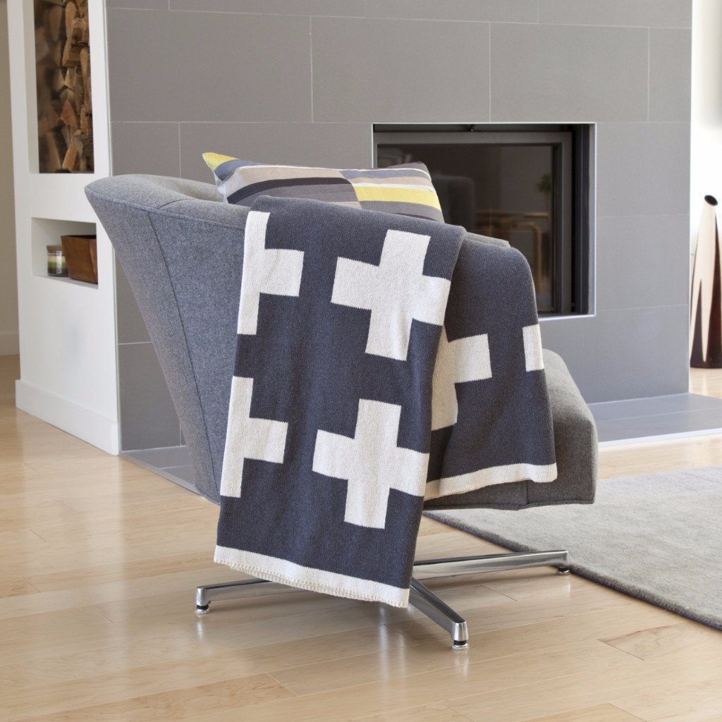 Reversible Swiss Cross Throw Blanket Blankets In2Green Smoke