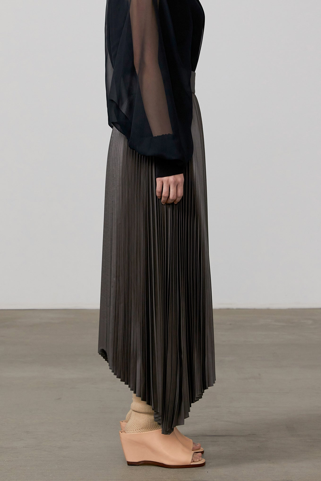 SQUARE PLEATED SKIRT