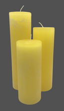 Load image into Gallery viewer, Dalina flower candle | lemon yellow | ~ 130h burning time