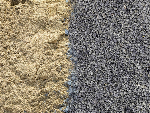 Crushed sand versus River Sand picture in comparision on the Ongrid.Design blog post