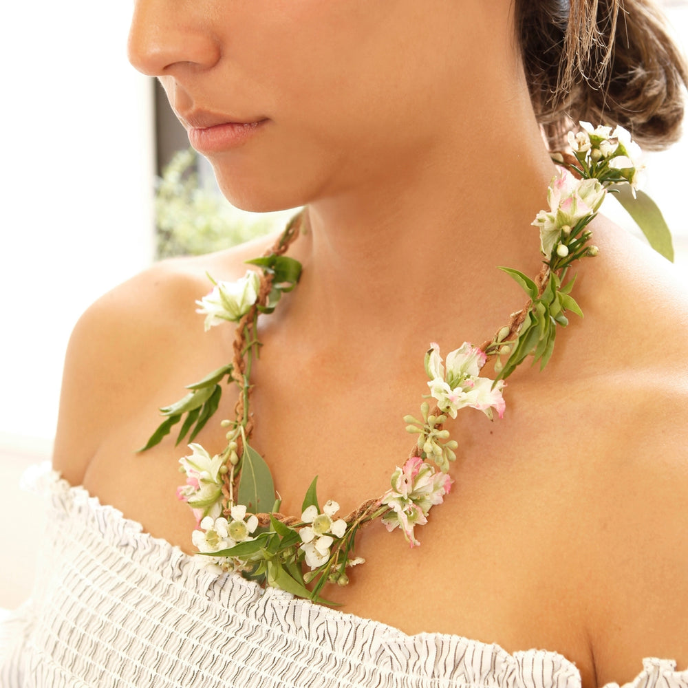 Make Your Own Fresh Flower Necklace