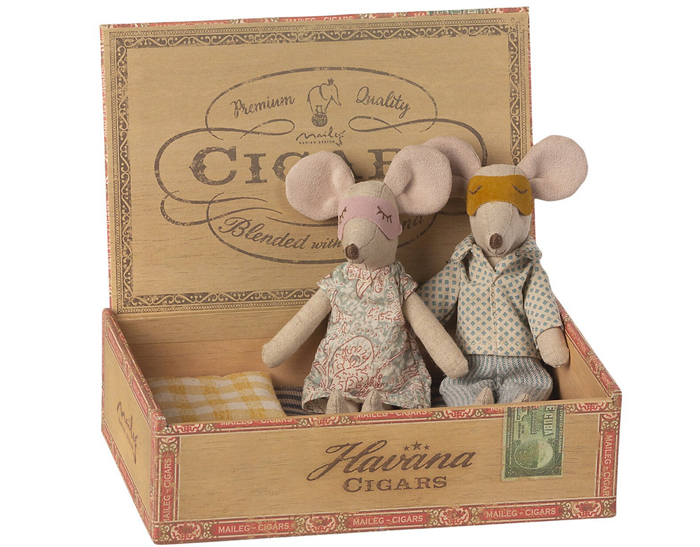 Mum & Dad Mice In Cigarbox