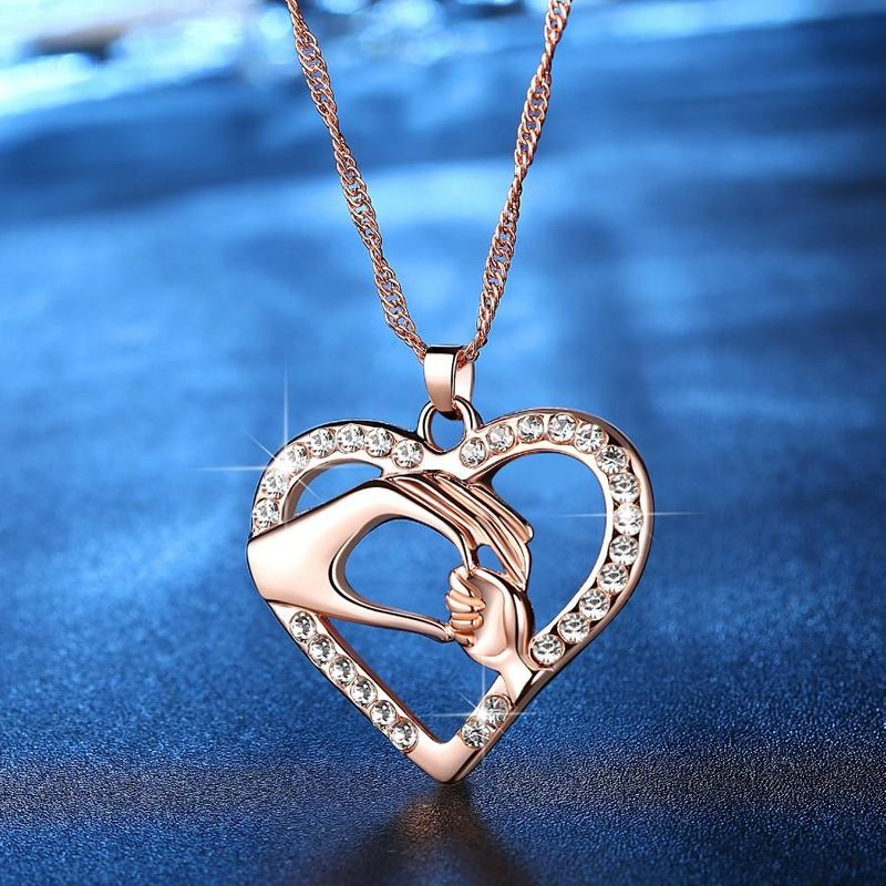 New Fashion Mother's Hand Heart-shaped Necklace Pendant Mother's Day Necklace