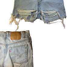 Load image into Gallery viewer, Red Tab Levi's Short Shorts