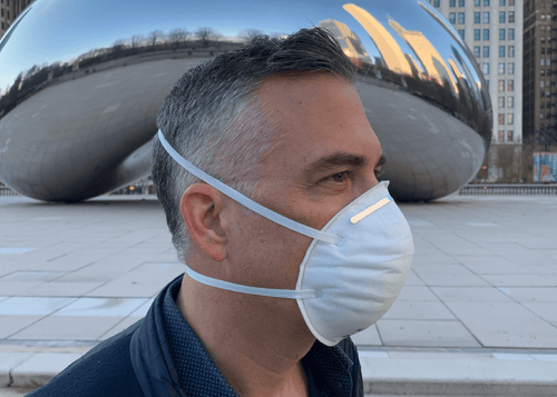An N95 mask on a man in Chicago