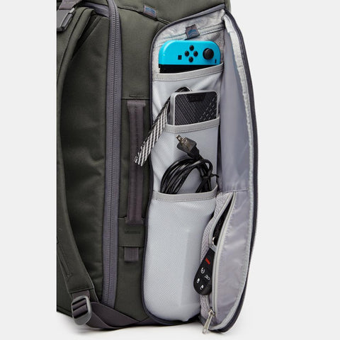 oxygen 45 backpack with charging ports