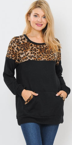 Small: Black Sweatshirt with Vintage Leopard Print and Front Pocket