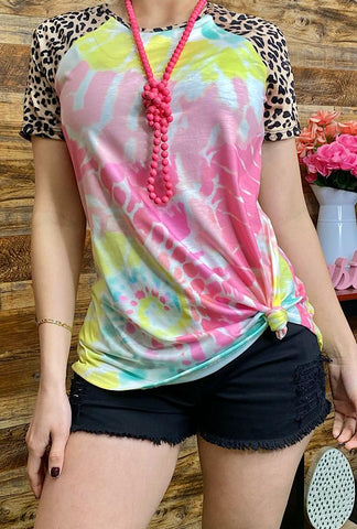* Tie dye top with leopard short sleeves