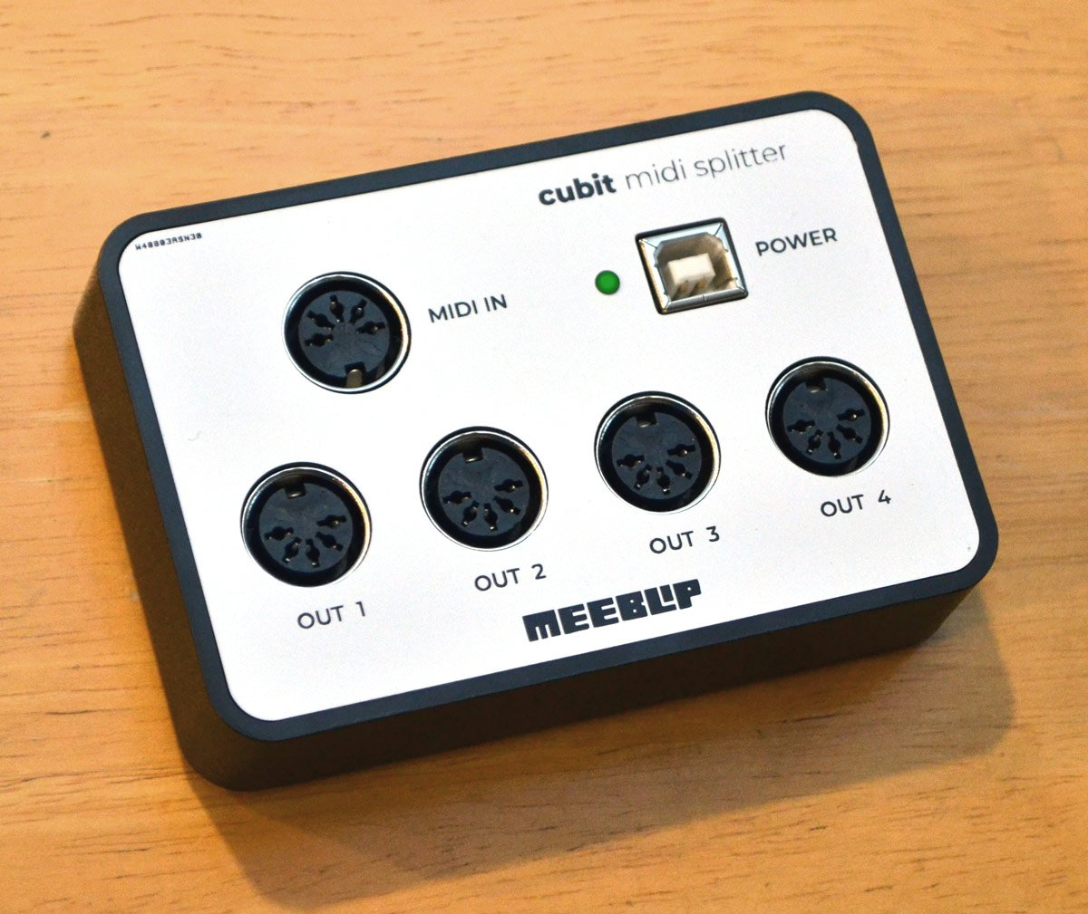 MeeBlip cubit: 4-port MIDI splitter