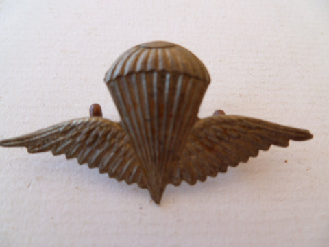 SYRIA metal a/b wings lugs 1950s